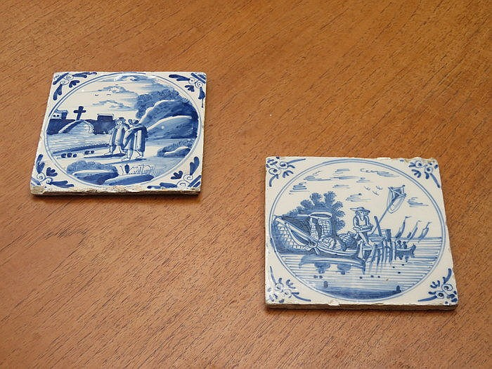 TWO UNFRAMED BLUE AND WHITE DELFT CERAMIC TILES, APPROXIMATELY 13cm x 13cm
