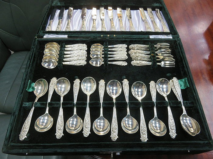 CASED CANTEEN OF SILVER PLATED CUTLERY