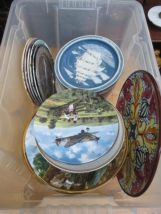 BOX OF VARIOUS COLLECTOR'S PLATES