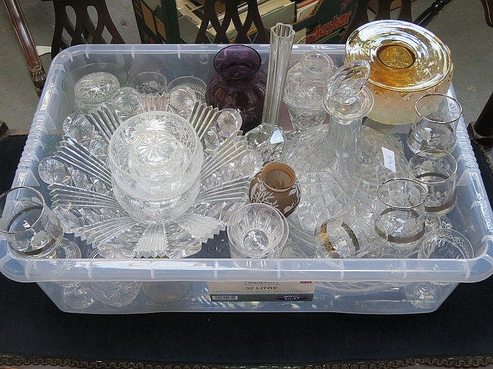 PARCEL OF MIXED GLASSWARE INCLUDING BOWLS, SHIP'S DECANTER AND VASES, ETC.