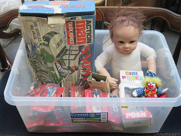MIXED LOT INCLUDING LINDA MURRAY DOLL, BOXED ACTION MAN SNOW CAT AND VARIOU