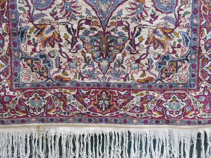 DECORATIVE MIDDLE EASTERN STYLE FLOOR RUG