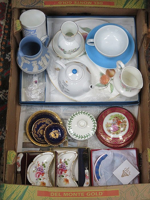 PARCEL OF SUNDRY CERAMICS INCLUDING WEDGWOOD, AYNSLEY, ROYAL WORCESTER AND