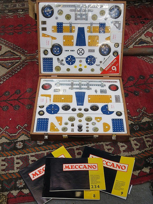 WOODEN CASED MECCANO OUTFIT No9 SET, WITH MANUALS, IN UNSUED CONDITION