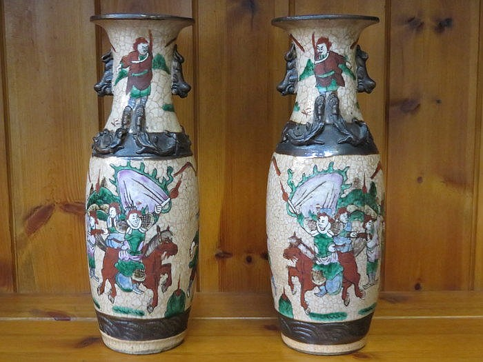 PAIR OF ORIENTAL VASES, APPROXIMATELY 26cm HIGH