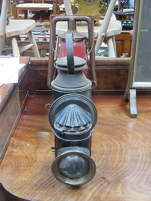TWO CARRIAGE STYLE LAMPS AND TILLY LAMP