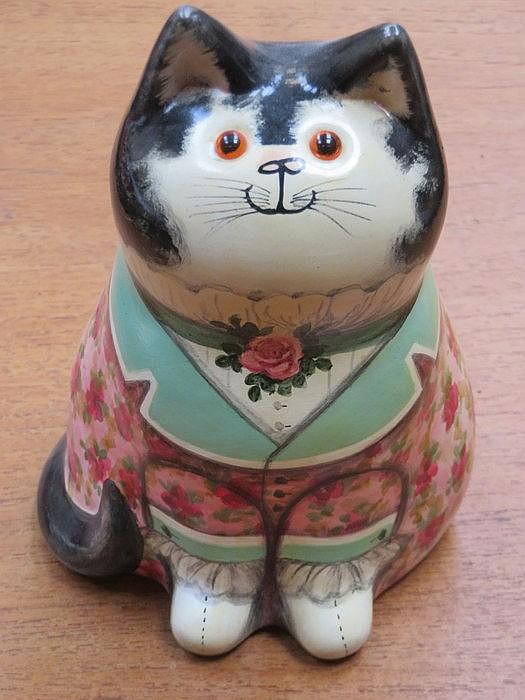 RYE STUDIO ART POTTERY SEATED CAT BY JOAN DEE BETHEL, APPROXIMATELY 18cm HI