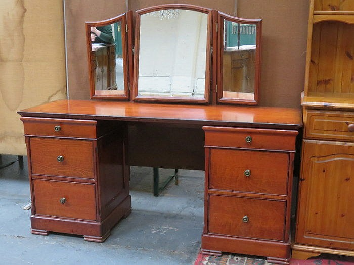 REPRODUCTION MAHOGANY DRESSING TABLE BY ST MICHAEL