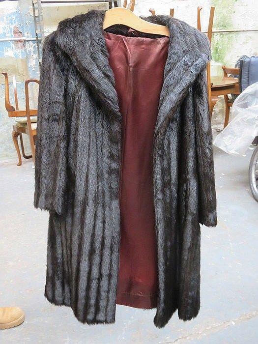 LADIES VINTAGE DARK MINK FUR COAT