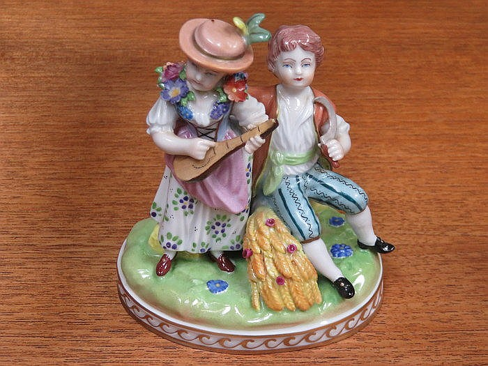 DRESDEN HANDPAINTED AND GILDED CERAMIC FIGURE GROUP DEPICTING A LADY AND GE