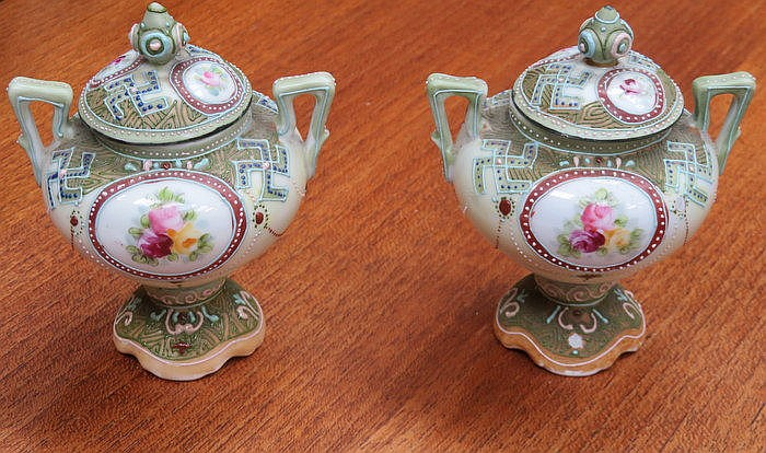 PAIR OF NORITAKE SMALL CERAMIC URNS WITH COVERS