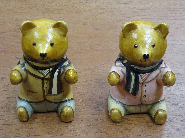 PAIR OF RYE STUDIO ART POTTERY SEATED TEDDY BEARS BY JOAN DEE BETHEL, APPRO