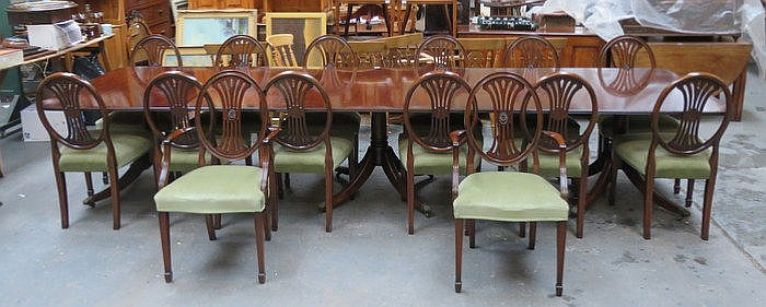 REPRODUCTION MAHOGANY THREE PILLAR DINING TABLE WITH TWO EXTRA LEAVES AND F