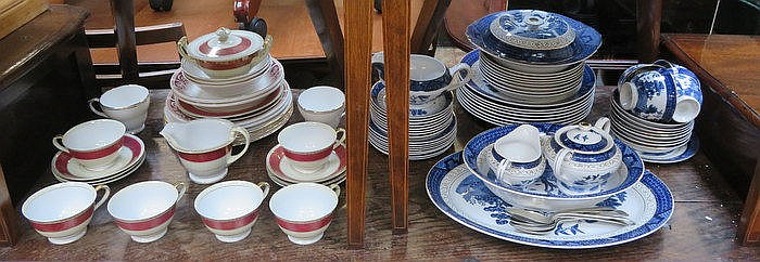 PARCEL OF BLUE AND WHITE WILLOW PATTERN DINNERWARE, JAPANESE PART TEA SET A