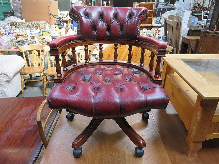 REPRODUCTION SWIVEL OXBLOOD LEATHER OFFICE CHAIR