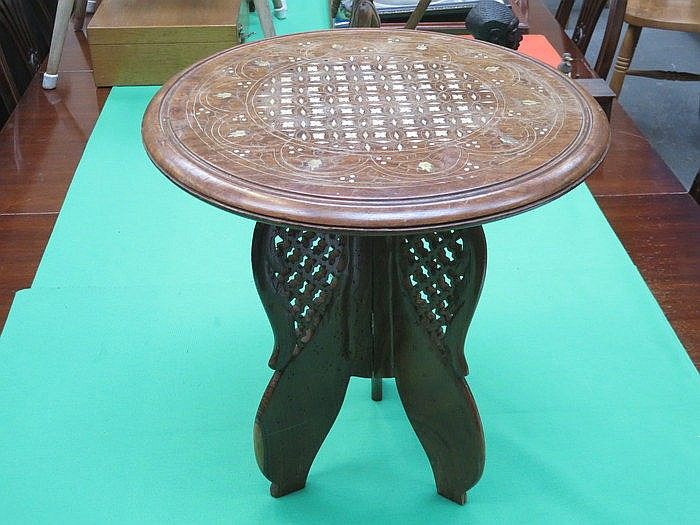 SMALL INLAID AND PIERCEWORK DECORATED TRIPOD OCCASIONAL TABLE