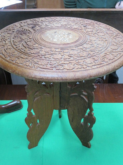 SMALL INDIAN STYLE CARVED AND PIERCEWORK DECORATED OCCASIONAL TABLE