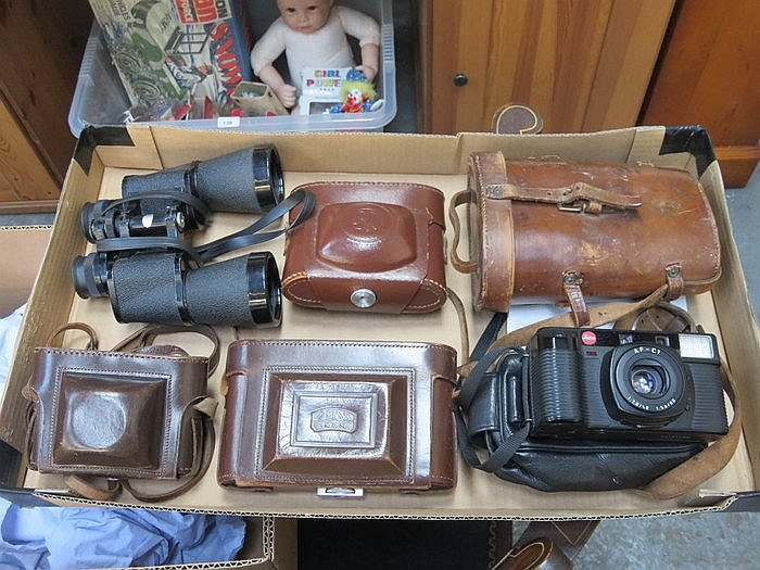 MIXED LOT OF CAMERAS AND BINOCULARS INCLUDING LEICA, AF-T2