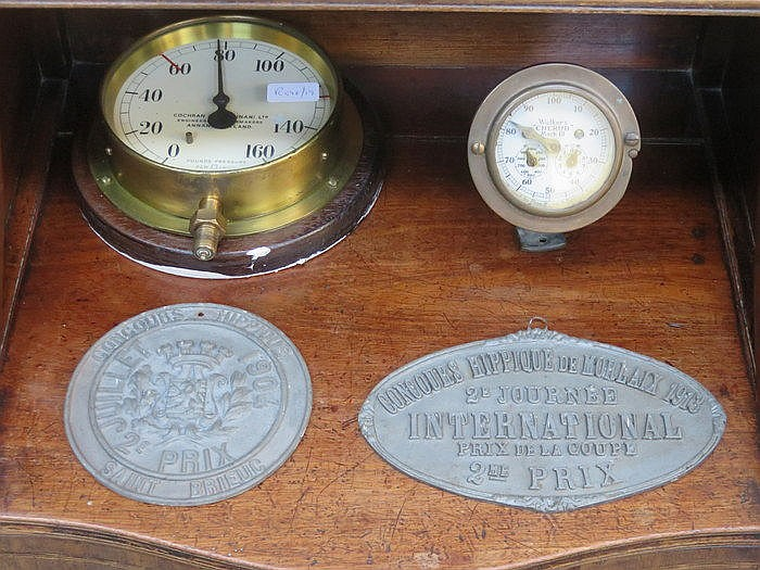 MIXED LOT INCLUDING PRESSURE GAUGE, METAL PLAQUES, WALKERS CHERUB MIX III S