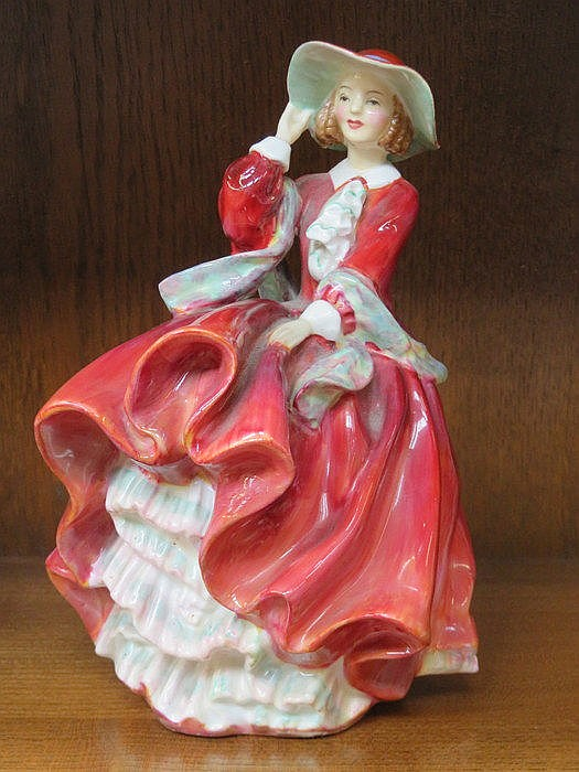 ROYAL DOULTON GLAZED CERAMIC FIGURE- TOP O' THE HILL, HN1834