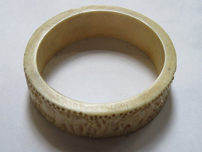 CARVED AFRICAN STYLE BANGLE