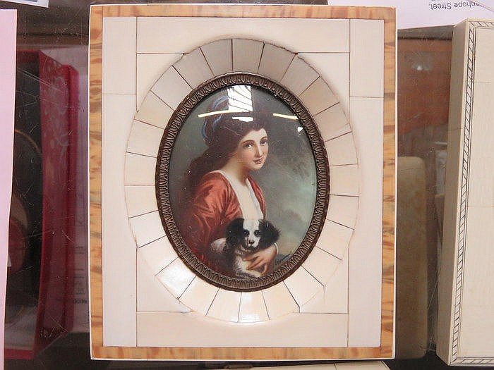 FRAMED MINIATURE WITHIN IVORY KEYSTONE FRAME