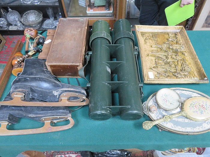 MIXED LOT INCLUDING VINTAGE ICE SKATES, HAIRDRYER, BINOCULAR'S CASE, PIPES,