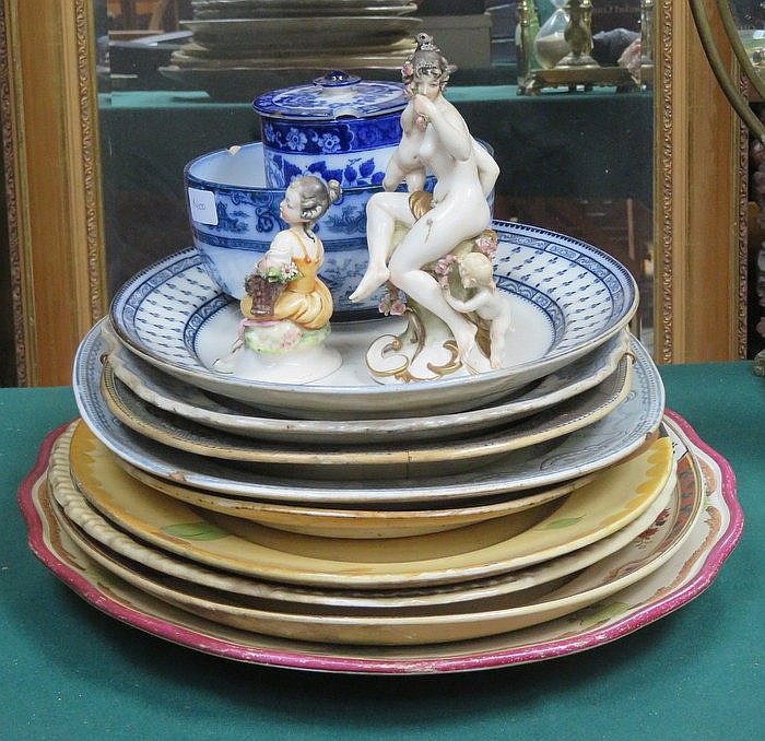 VARIOUS ASHETTES AND OTHER CERAMICS INCLUDING CAPODIMONTE