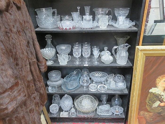 LARGE QUANTITY OF VARIOUS GLASSWARE