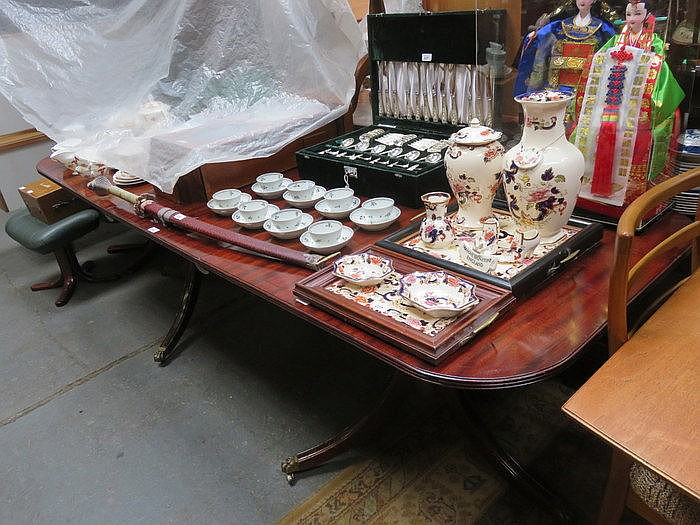 REPRODUCTION MAHOGANY EXTENDING DINING TABLE WITH ONE LEAF