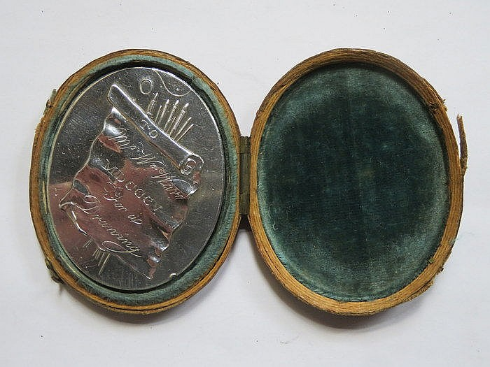 OVAL MINIATURE PORTRAIT WITHIN RED CASE