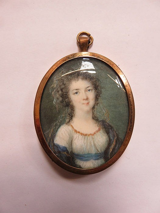 OVAL MINIATURE PORTRAIT OF A LADY