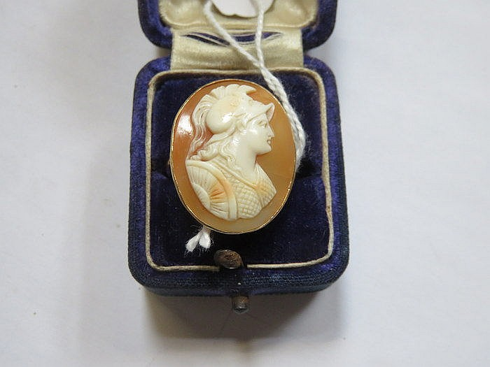 18ct GOLD CAMEO DRESS RING
