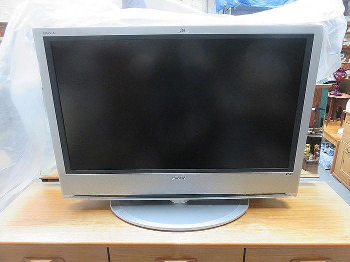 SONY BRAVIA FLATSCREEN TELEVISION WITH REMOTE