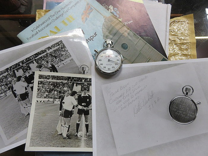 CENTENARY FA CUP 1980-81 REFEREES STOP WATCH, COMES WITH PROGRAMMES, PHOTOG