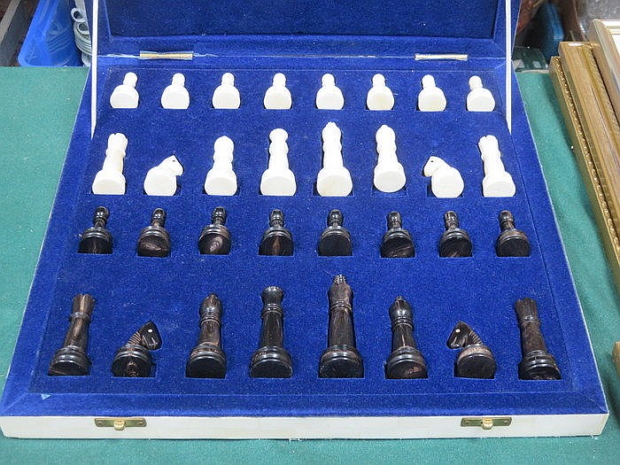 BOXED IVORY EFFECT CHESS BOARD WITH PIECES