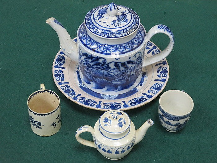 PARCEL OF VARIOUS BLUE AND WHITE CERAMICS INCLUDING TEAPOT, COFFEE CAN AND