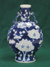 ORIENTAL STYLE BLUE AND WHITE FLORAL DECORATIVE CERAMIC MOON FLASK