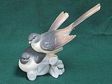 LLADRO GLAZED CERAMIC FIGURE GROUP OF TWO BIRDS. APPROX 19cm HIGH