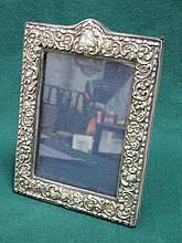 HALLMARKED SILVER PHOTO FRAME, LONDON ASSAY BY KEYFORD FRAMES LIMITED