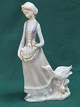 LLADRO GLAZED CERAMIC FIGURE OF A LADY WITH GEESE. APPROX 32cm HIGH