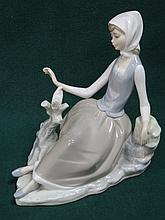 LLADRO GLAZED CERAMIC FIGURE OF A SEATED LADY WITH TURTLE DOVE