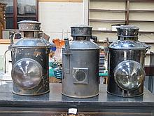 THREE VARIOUS VINTAGE BLACK CARRIAGE LAMPS, TWO FRONT AND ONE REAR
