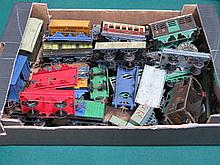 HORNBY O GAUGE TRAY OF APPROXIMATELY TWENTY GOODS WAGONS, 1930s-1950s, FAIR