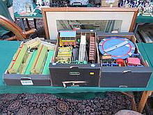 HORNBY O GAUGE TWO TRAYS OF VARIOUS 1930s-1950s BUILDINGS, ETC. INCLUDING T