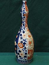 ORIENTAL CERAMIC DOUBLE GOURD VASE WITH FLORAL DECORATION IN THE IMARI PALE