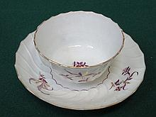 WORCESTER 19th CENTURY HANDPAINTED AND GILDED CERAMIC TEA BOWL AND SAUCER
