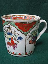 18th/19th CENTURY HANDPAINTED AND GILDED WORCESTER CERAMIC COFFEE CAN