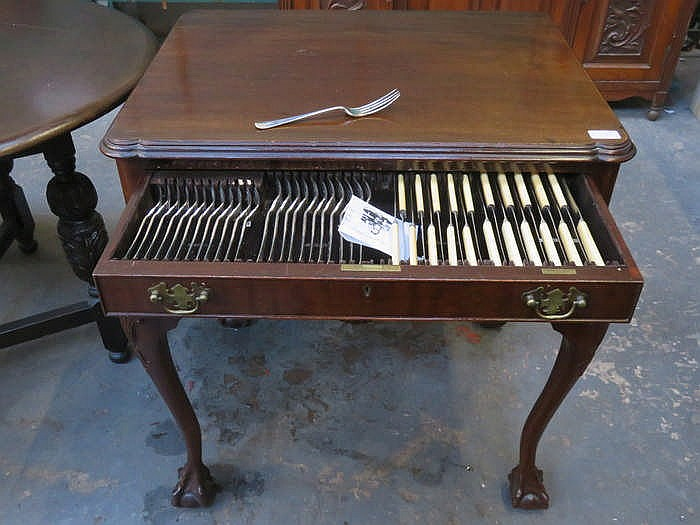 MAHOGANY TWO DRAWER CANTEEN ON BALL AND CLAW SUPPORTS CONTAINING MAPPIN & W