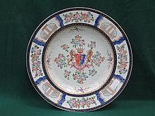 GOOD QUALITY HANDPAINTED AND GILDED CHINESE EXPORT ARMORIAL CHARGER, DIAMET